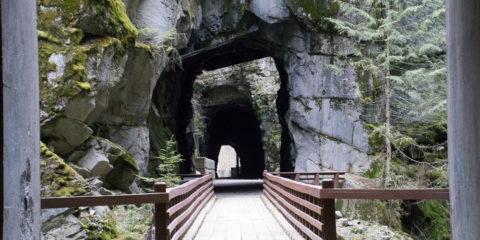 Othello Tunnels Hike
